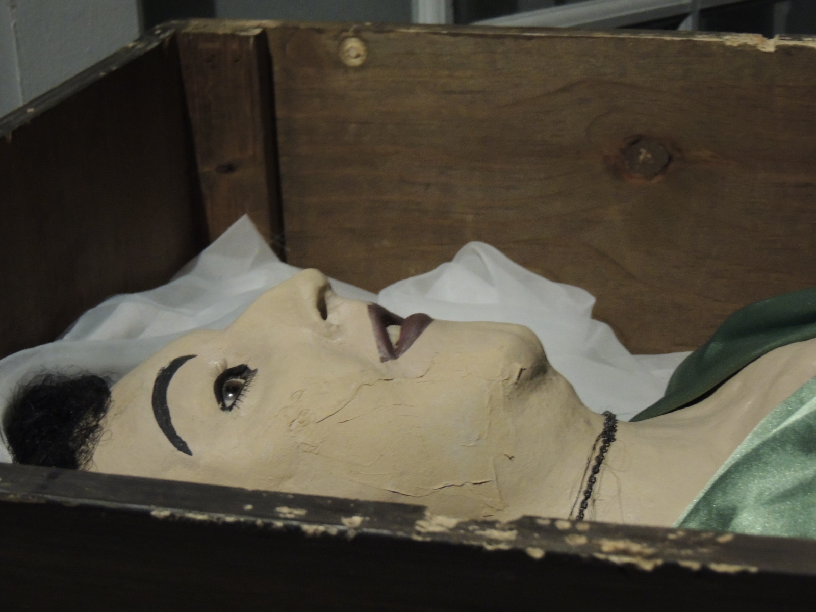 Body of Maria Elena Milagro de Hoyos , the object of Carl von Casel's affection.