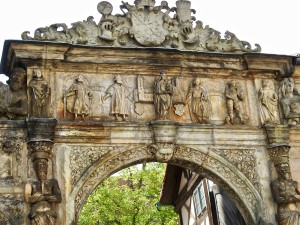 Beautiful Gate: Mother Mary, Heinrich II and Kundeguarde