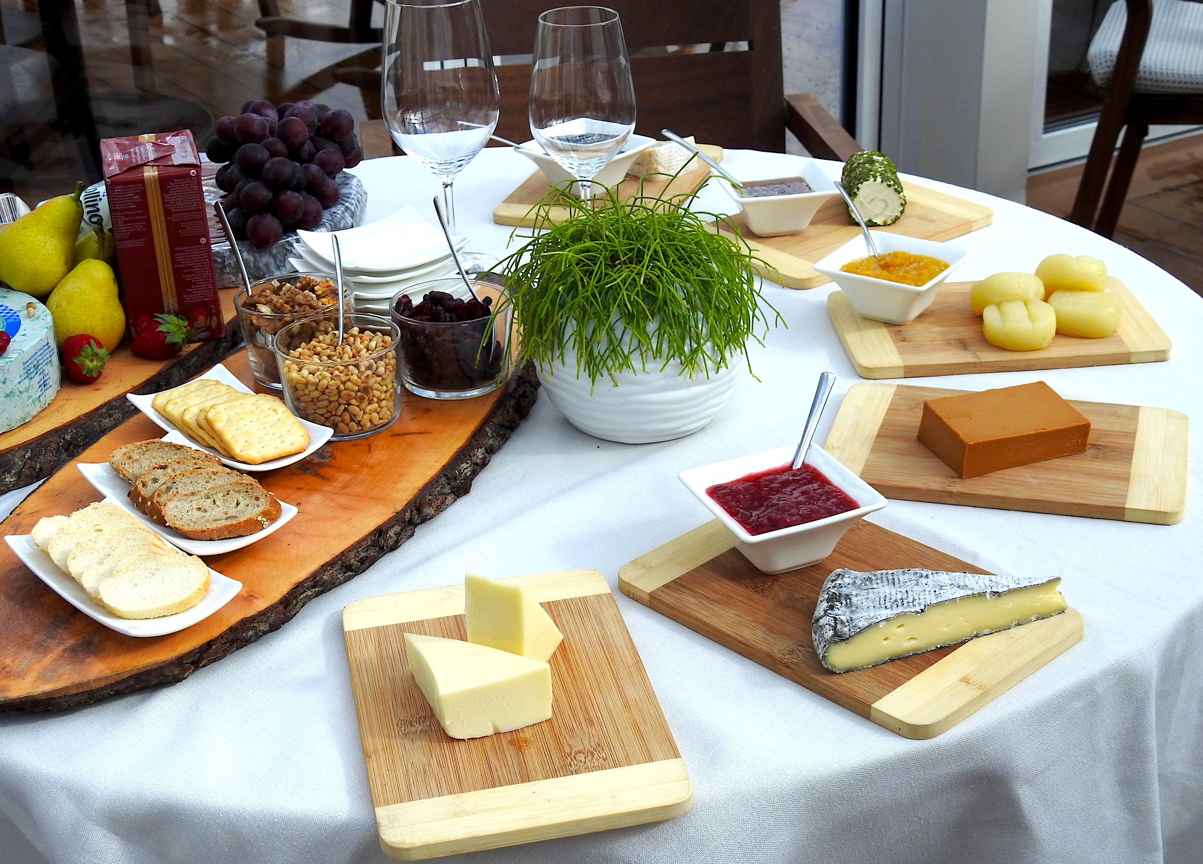 The splendid presentation of the cheeses.