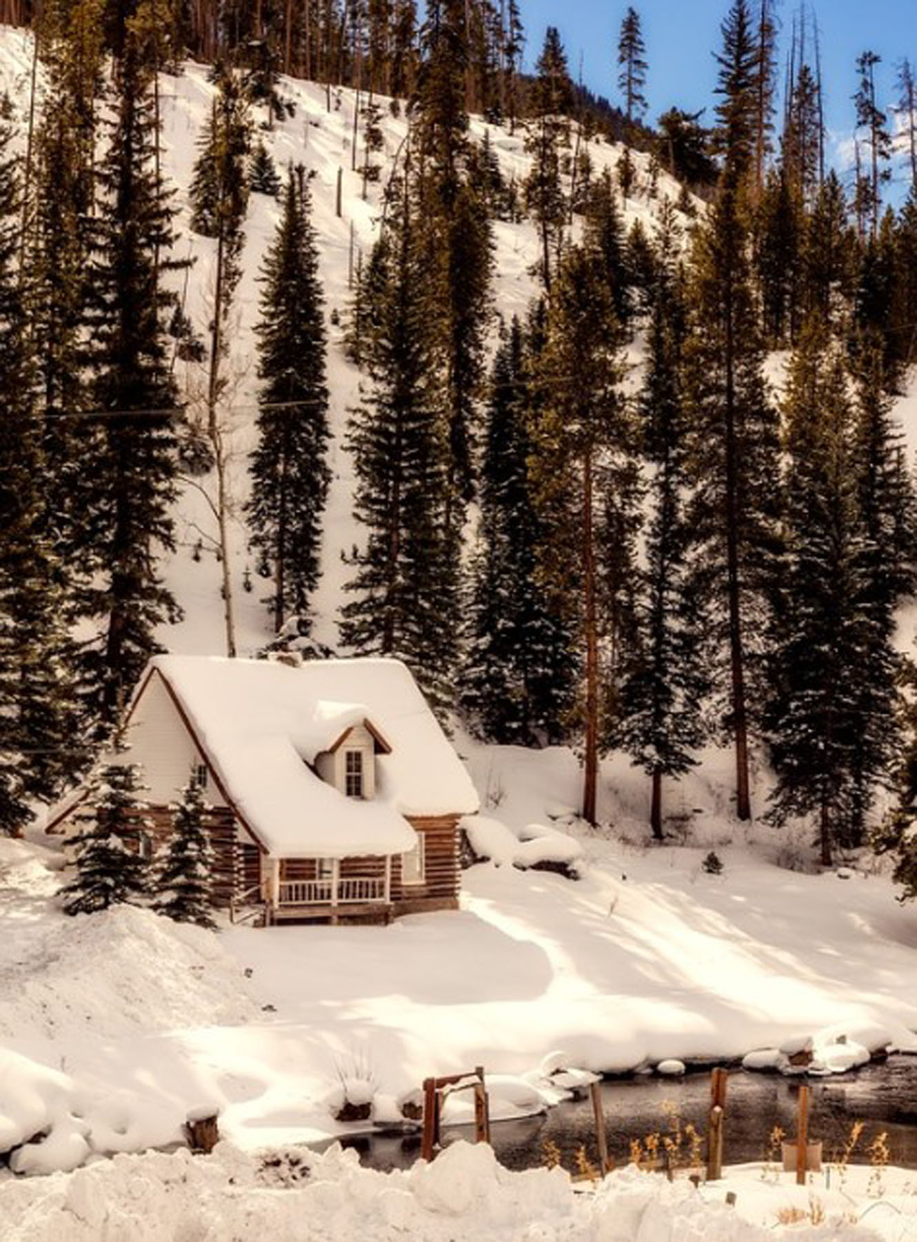Cabin in the snow, courtesy of Pixabay.